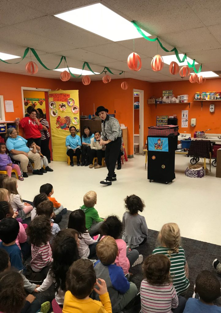 Zig Zag can entertain large groups of children at Summer camp entertainment days and preschool Summer schedules