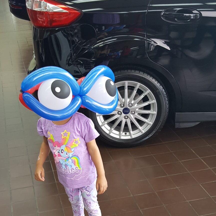 EyeballsSideLook